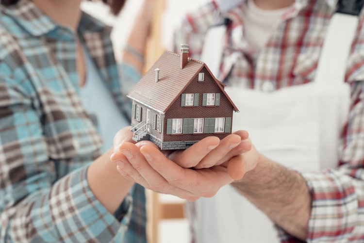 How to Choose a REALTOR with the Right Qualities